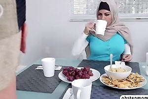 Muslim mom give a blowjob to sexy girlhood boyfriend while in dinner