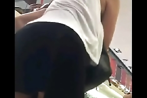 UPSKIRT: Woman without breathe hard - mujer sin calzon