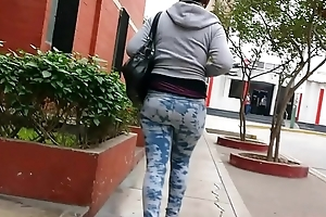 hunting #32 (Black cookie with leggins) - cazando #32 (negra en leggins)