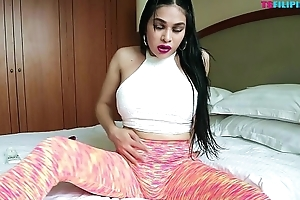 Sexy TS Filipina Twerking Hot In Yoga Pants